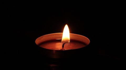 Zdjęcie zapalonej świecy